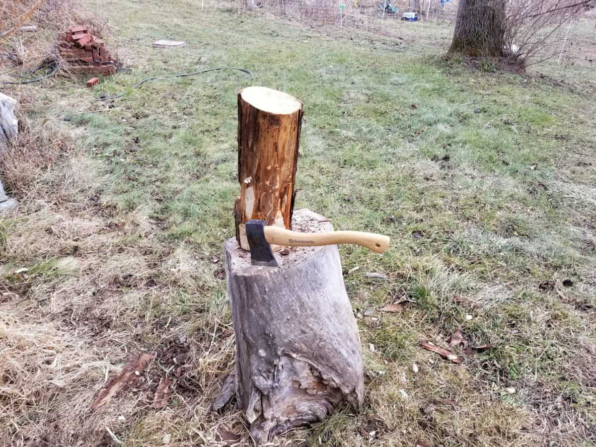 Axe Skills – Make A Wooden Mallet From A Log